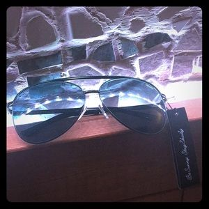 Accessories - QUAY aviators BNWT and case!!